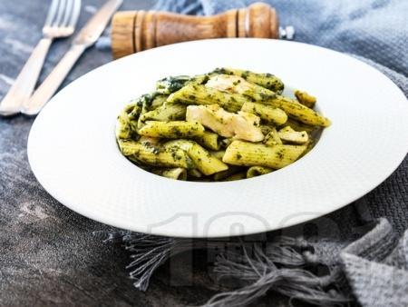 Паста пене с пилешко месо, песто и сметана - снимка на рецептата